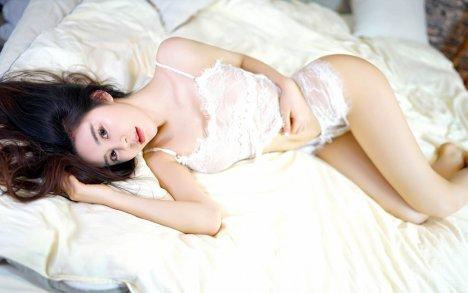 勾魂性感诱惑内衣美女Win10壁纸