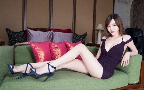 高跟连体裙性感长腿美女win10壁纸下载